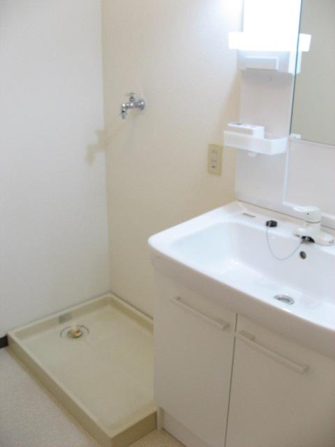洗面設備 広々脱衣室と新品洗面台でゆったり洗面タイム!