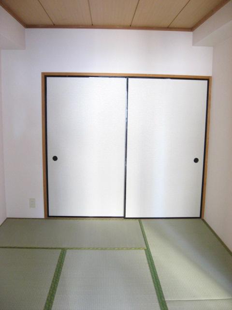 その他部屋・スペース 落ち着いた和室、押入れあります!