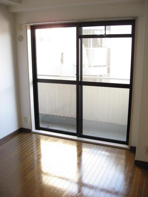 その他部屋・スペース 東側の洋室です。リビングと和室へ両方アクセスできます!