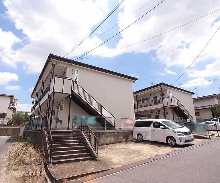 男山ハイツA・B棟の外観