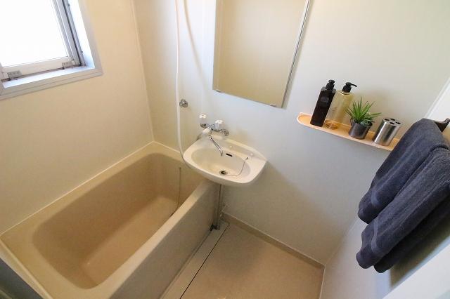バス・シャワールーム ★浴室に窓★