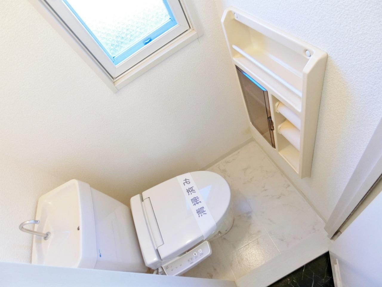 トイレ 温水洗浄便座付の洋式水洗トイレになります♪♪♪