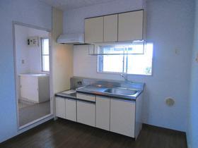 ☆経済的な都市ガス☆小窓付きのキッチンです♪♪♪