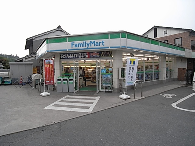 コンビニ ファミリーマート大西天理東店(コンビニ)まで989m