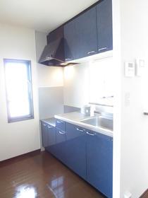 キッチンの横には小窓があります
