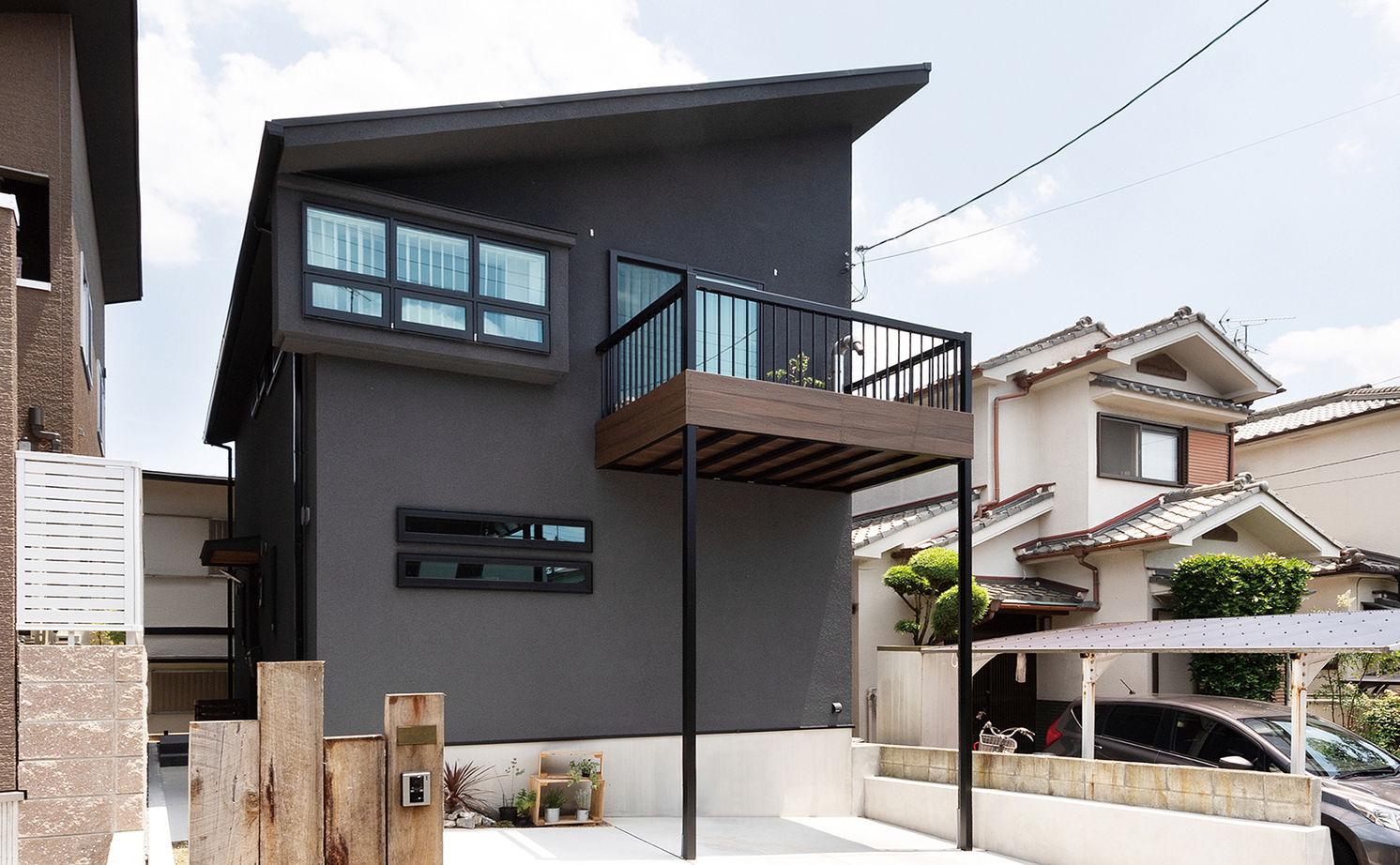 【2000~2500万円】古材や無垢材でアンティークな階段調の棚も造作。カフェみたいなリビングで暮らす家画像2