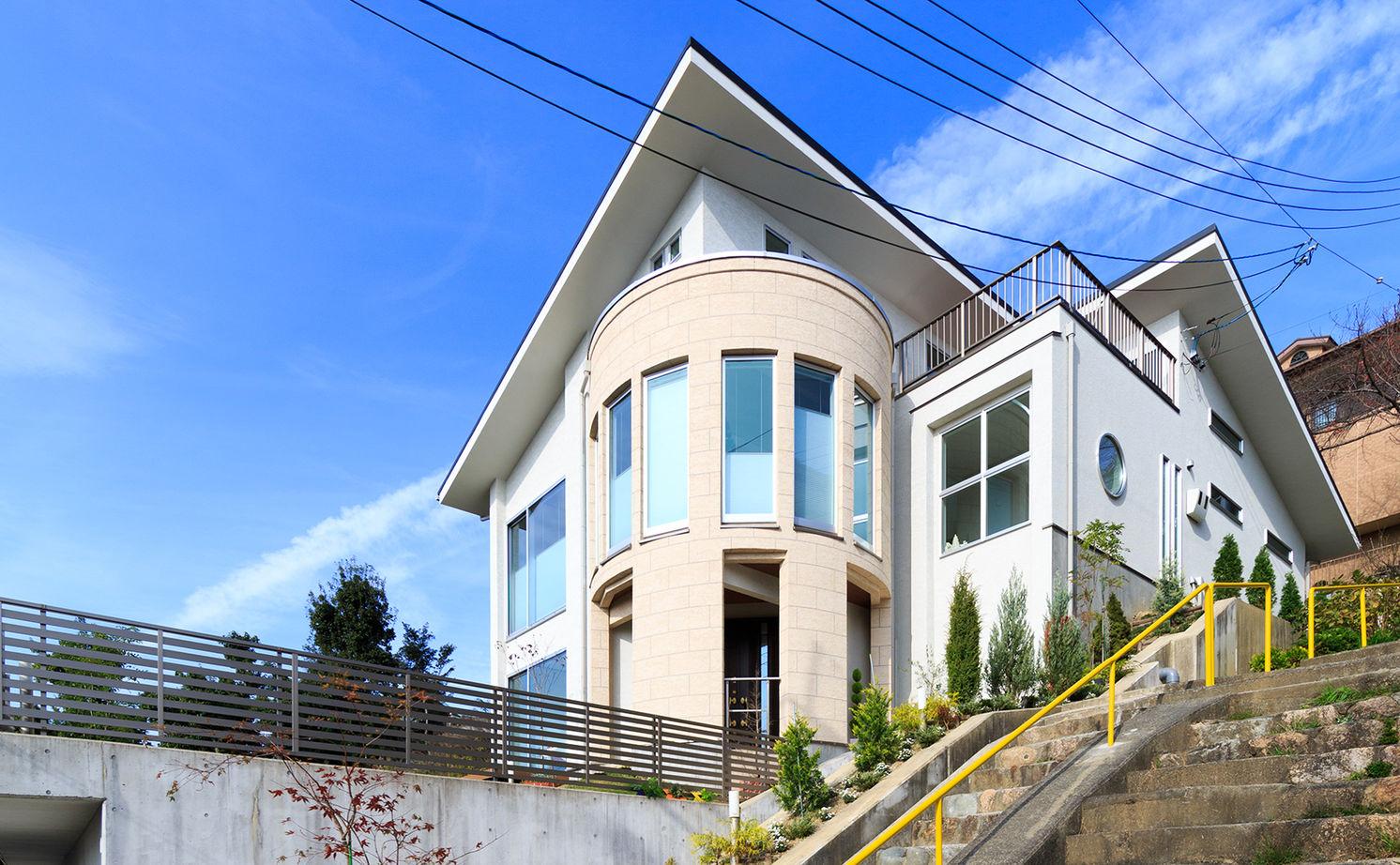 【4000万円~】高台を愉しむ家。アール設計の眺望リビング、上品なインテリア…繊細に想いを形に画像1