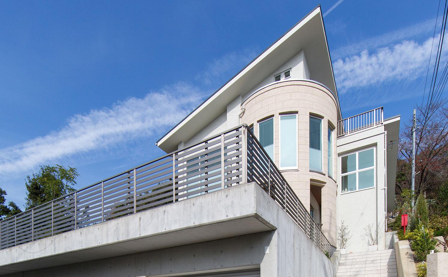 【4000万円~】高台を愉しむ家。アール設計の眺望リビング、上品なインテリア…繊細に想いを形に画像2