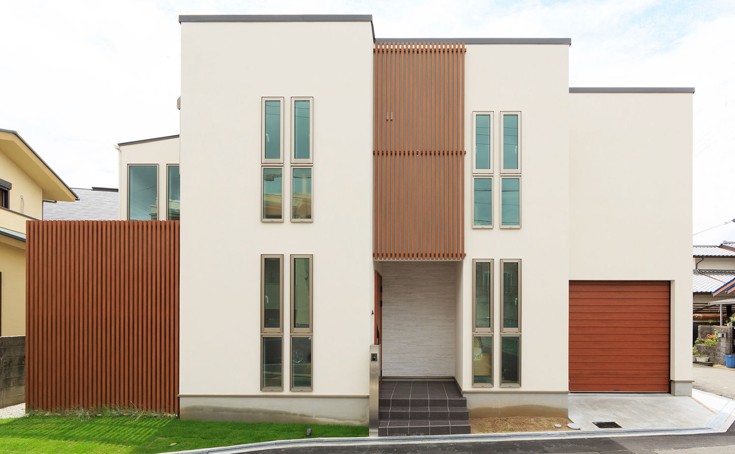 【2500~3000万円】彩り鮮やかで上品なインテリアで空間をデザイン。ガラス張りのインナーガレージのある家画像1