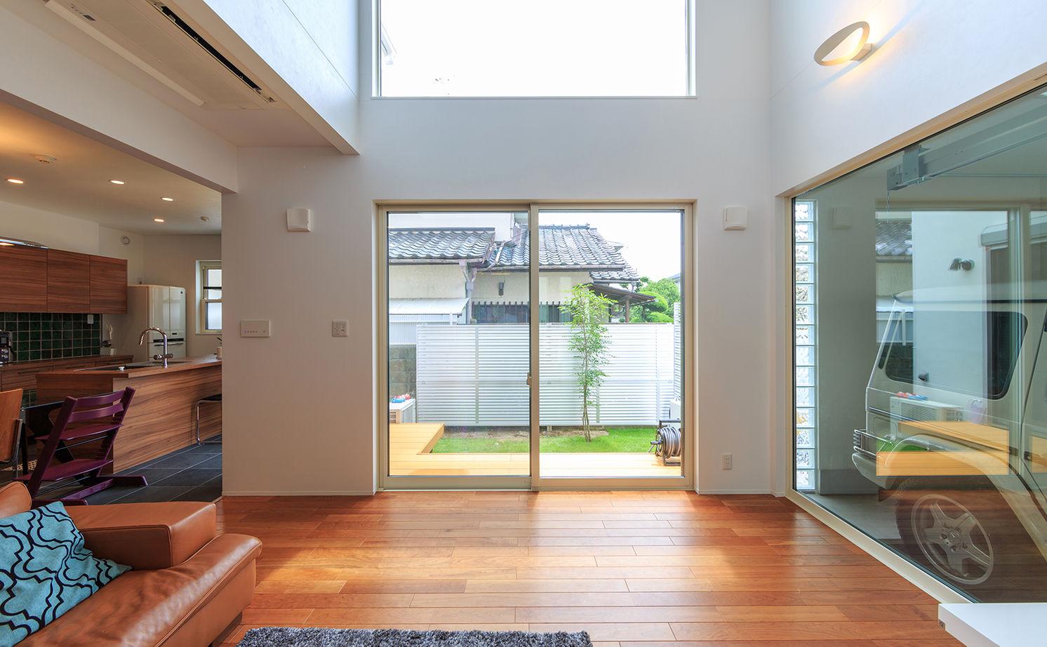 【2500~3000万円】彩り鮮やかで上品なインテリアで空間をデザイン。ガラス張りのインナーガレージのある家画像2