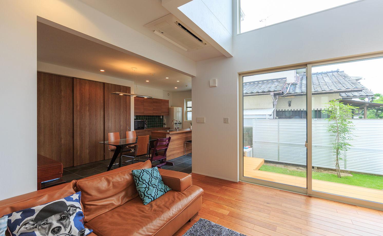 【2500~3000万円】彩り鮮やかで上品なインテリアで空間をデザイン。ガラス張りのインナーガレージのある家画像3