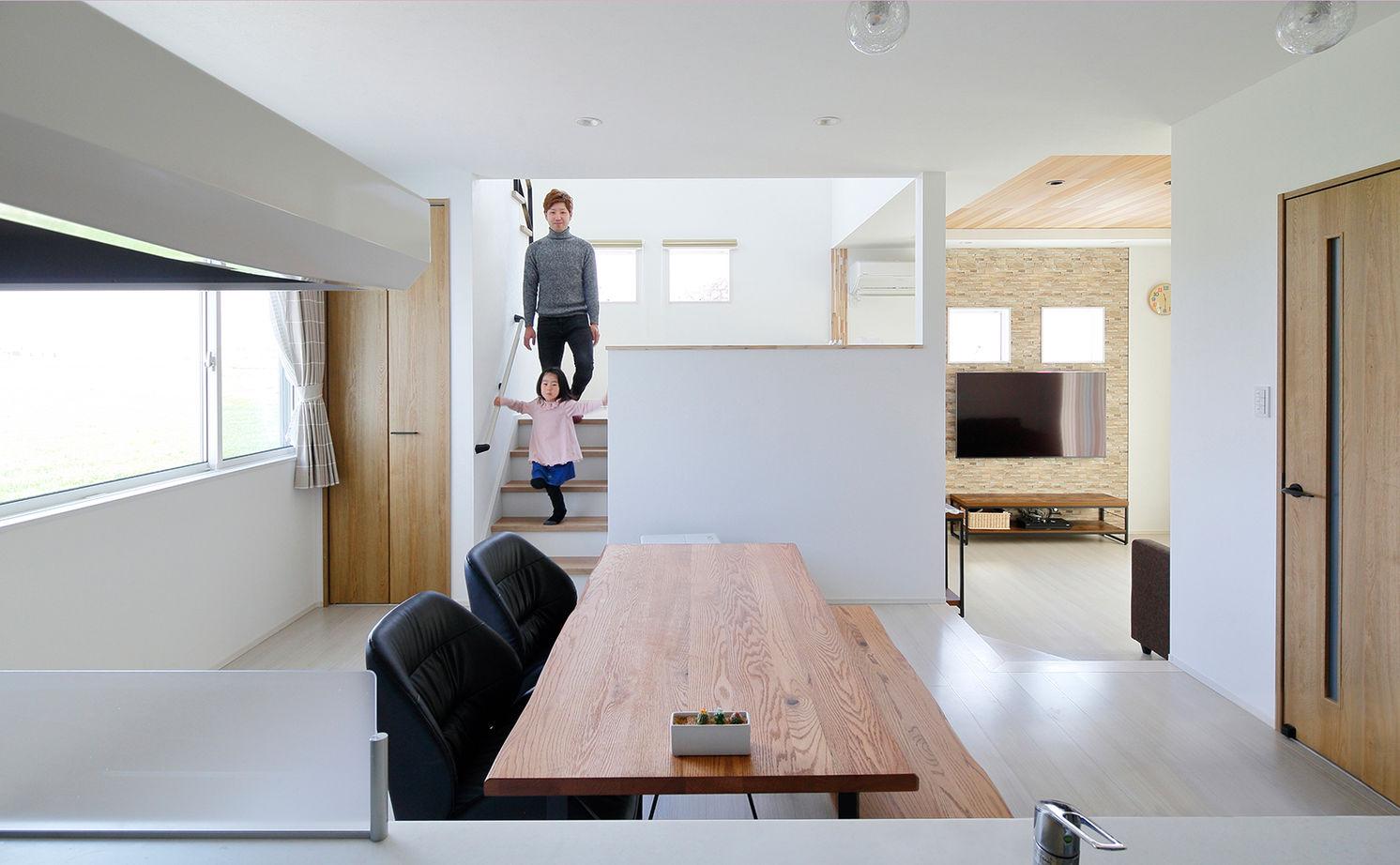 【建物本体価格2100万円/間取り図有】スキップフロアで繋がる空間は「家族がいつも一緒だと感じられます」画像1