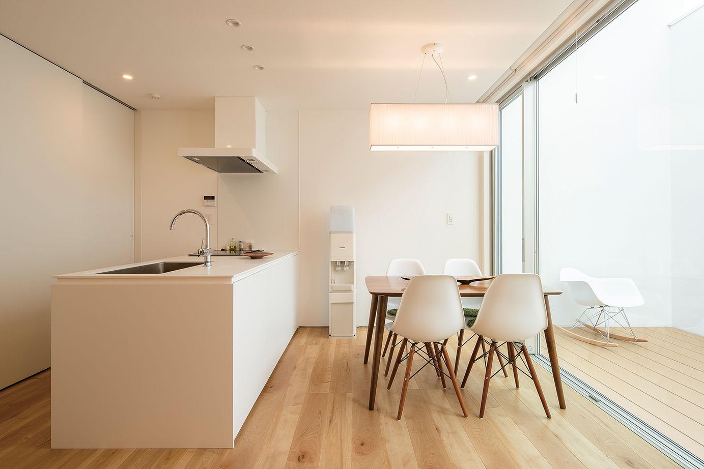 【延床28坪・1945万円】窓がない個性的な外観。室内は明るく、プライベート感満点のシンプルハウス画像1