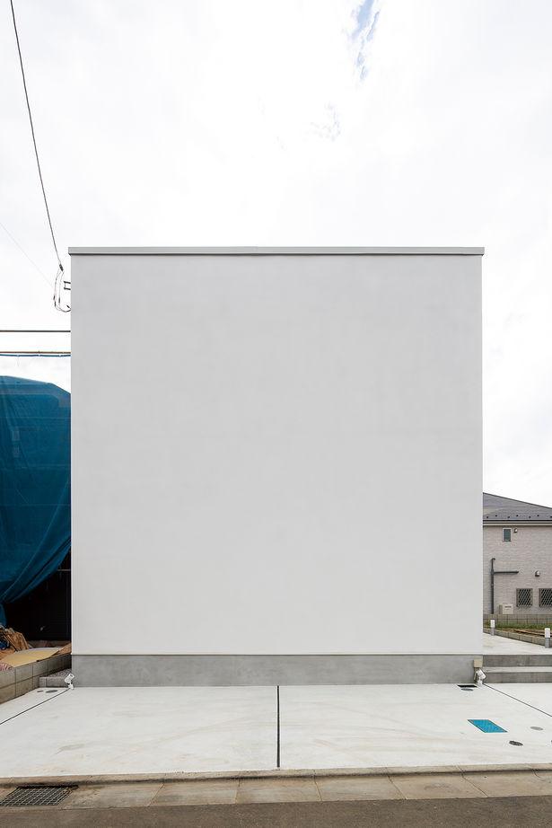 【延床28坪・1945万円】窓がない個性的な外観。室内は明るく、プライベート感満点のシンプルハウス画像2