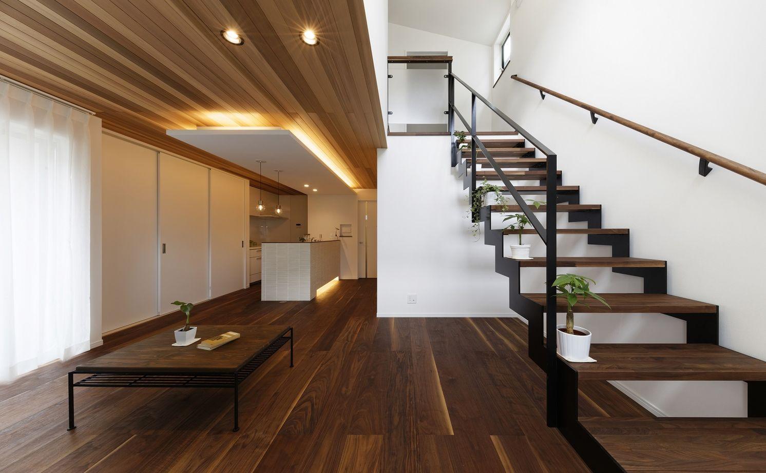 【間取りあり】「小さく建てて、のびのび暮らす」をコンセプトに、外からの視線を遮り、屋内に光を取込む家画像3
