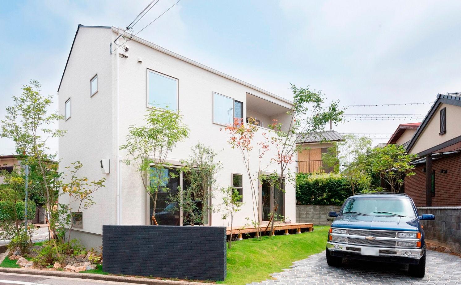 【間取り有/2000万円台前半】敷地に対して建物は斜めに設計。芝生や果樹を育て、森に佇む一軒家のように画像1