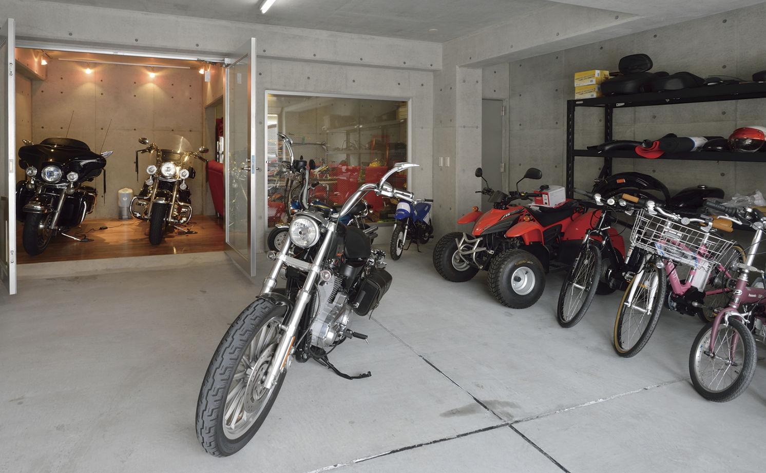 インナーガレージでバイクを眺める贅沢。趣味を存分に。そのための遊び心が分かるパートナー。画像2
