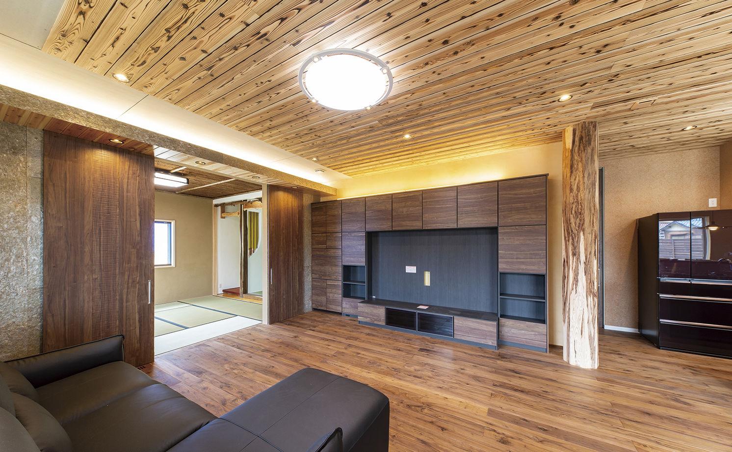 タイルならではの重厚感をまとう家で、自然木の持つ豊かな表情を楽しむ毎日画像2