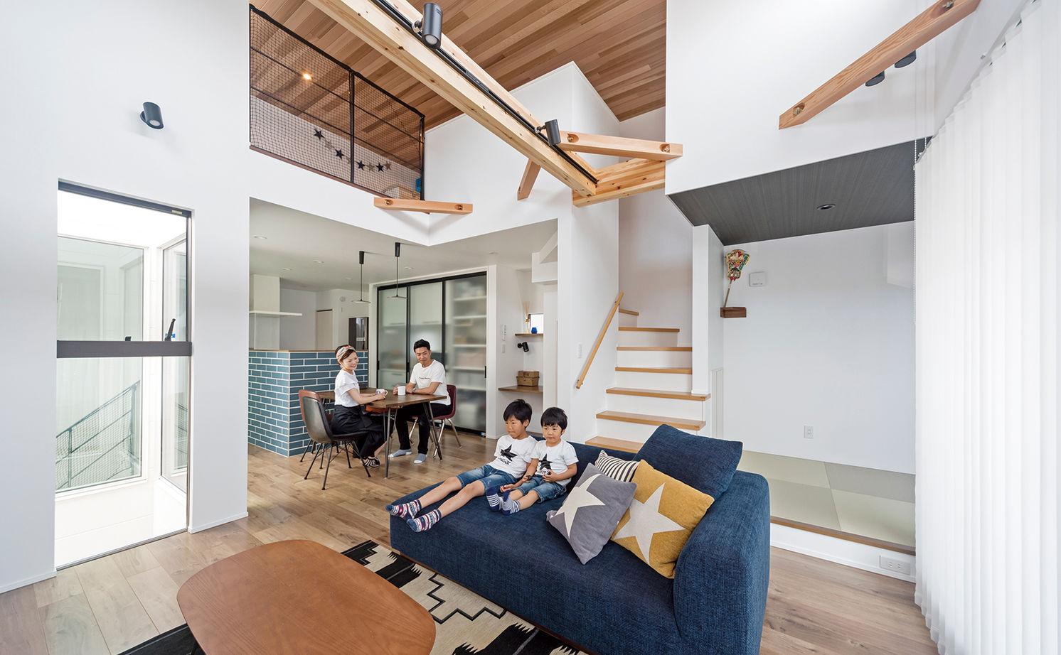 「西区×中庭つき間取り」中庭に20畳超のリビング、土間収納やロフトまで。30坪台の敷地で理想を叶えた家画像1