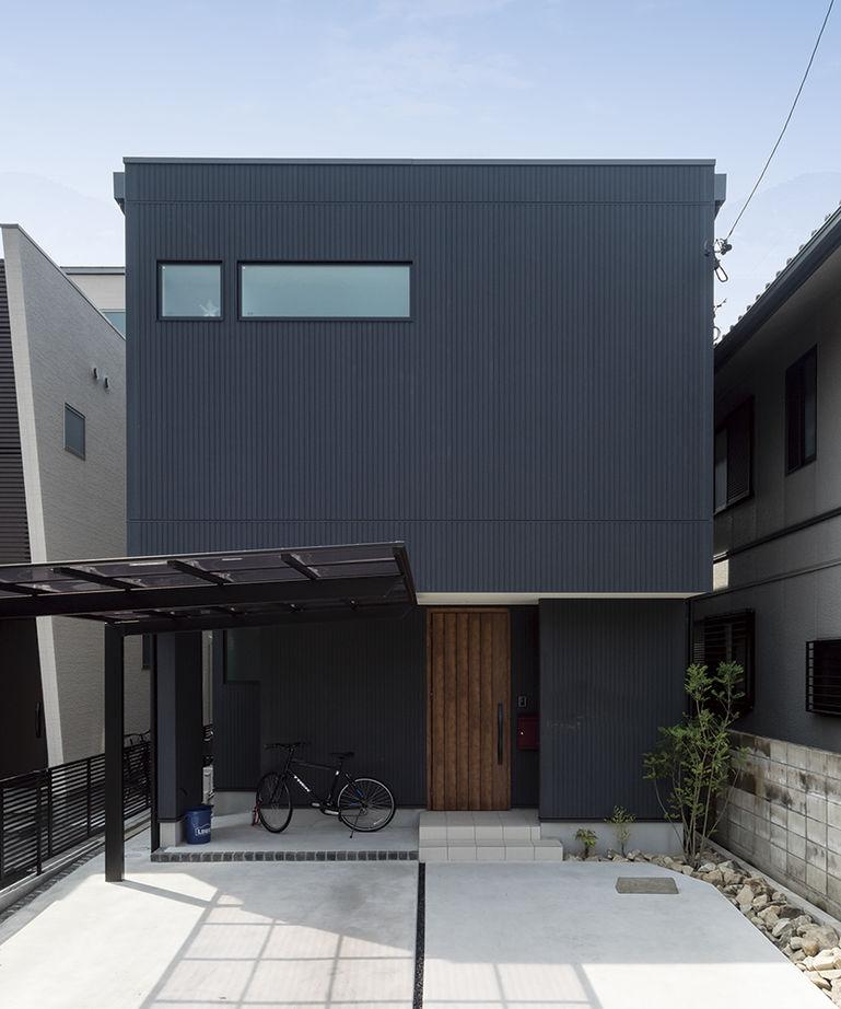 「西区×中庭つき間取り」中庭に20畳超のリビング、土間収納やロフトまで。30坪台の敷地で理想を叶えた家画像2