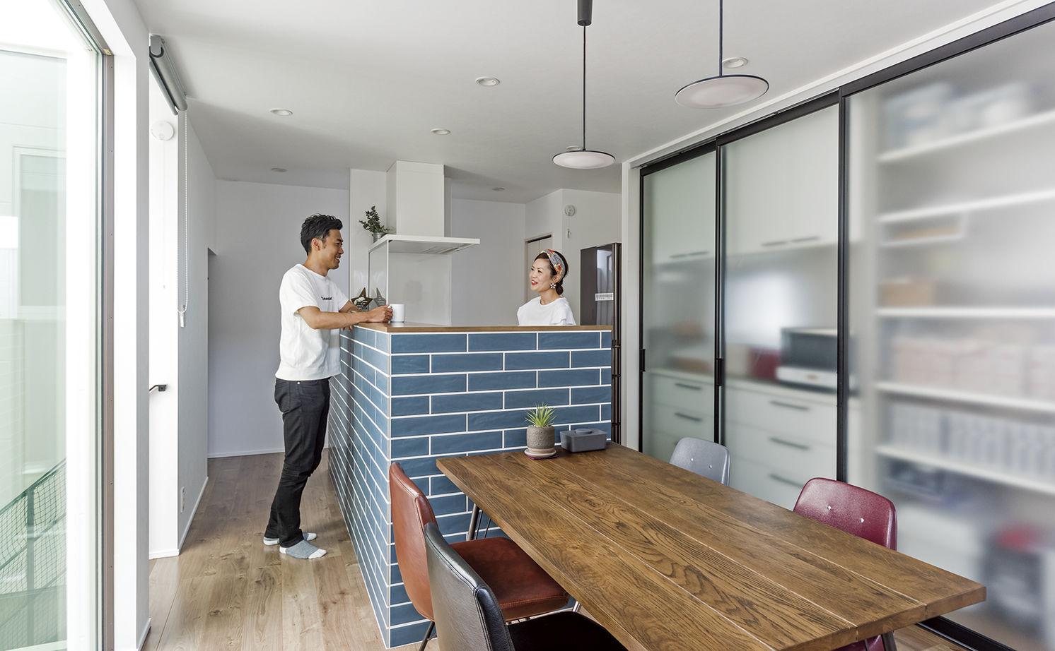 「西区×中庭つき間取り」中庭に20畳超のリビング、土間収納やロフトまで。30坪台の敷地で理想を叶えた家画像3