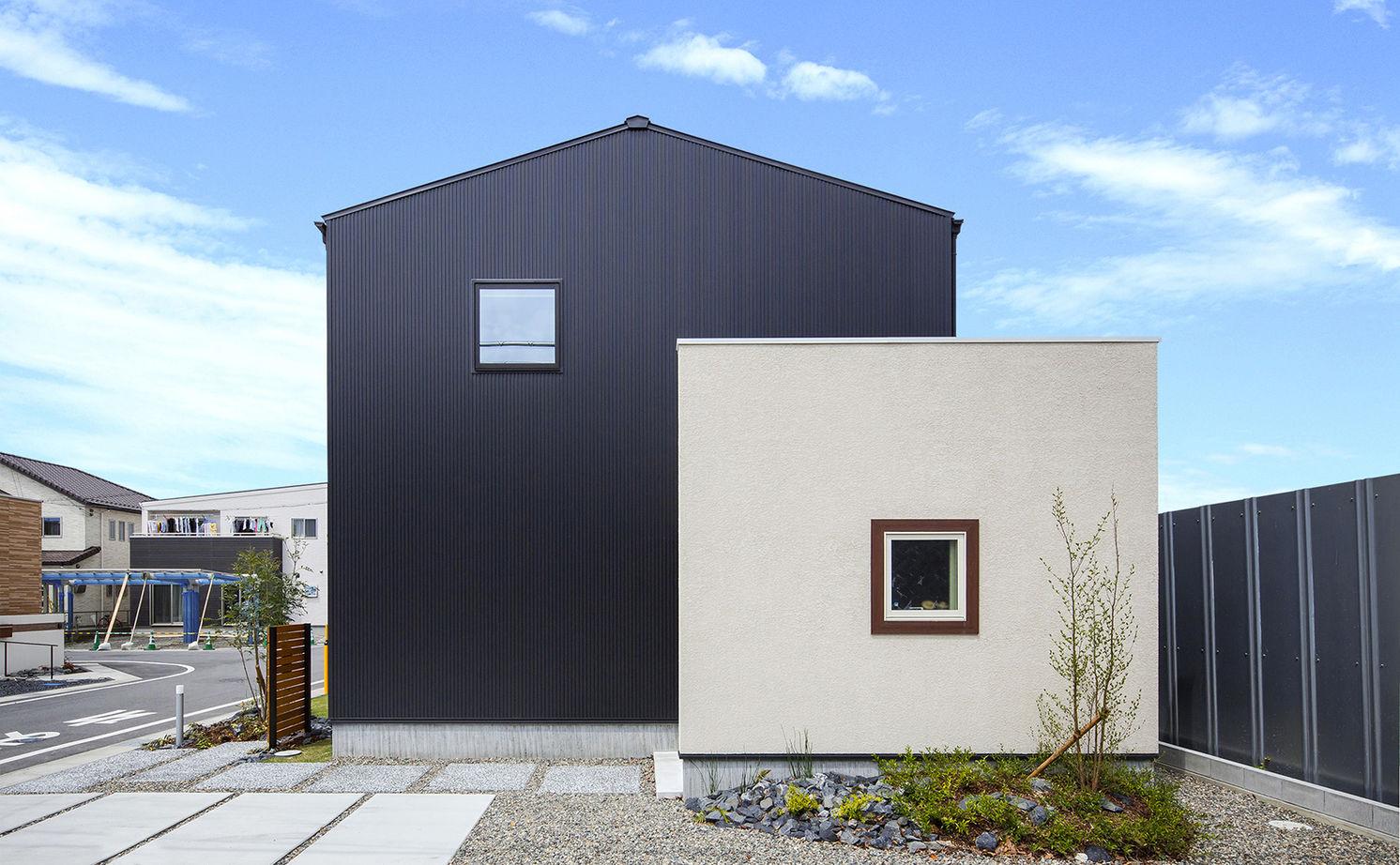 【1845万円】黒ガルバと塗り壁の大人かわいい家。「あっ、暮らし良い!」家事ラクの動線プラン画像2