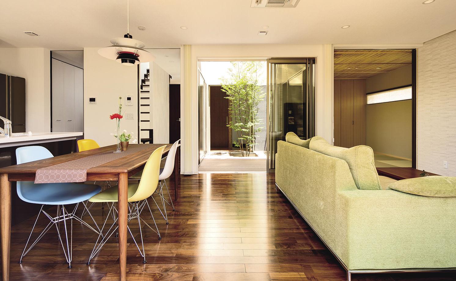 中庭から家中に届く光と風。外断熱+SE構法で建てた開放的な住まい【間取り図あり】画像3