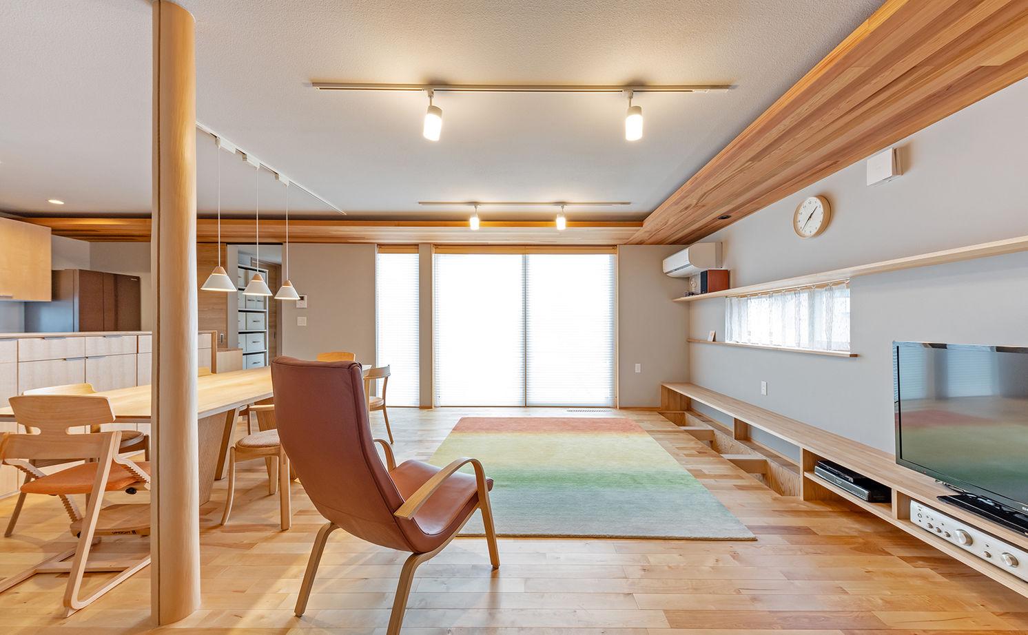 【2000万円台/間取り図有】27m長屋根の二世帯住宅。家族との距離感を保つ平屋風和モダンの家画像1