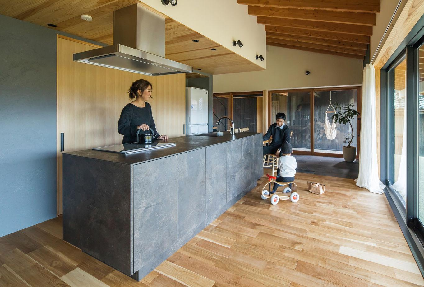 室内でありながら外の雰囲気を楽しめて、家族が心からくつろげる「風景を取り込む家」画像3