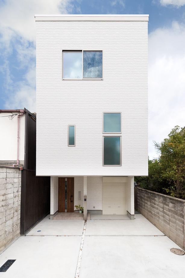 【大阪 1000万円台】重量鉄骨3階建ての住まいで敷地25坪でもリゾート感を楽しむ暮らしを画像1