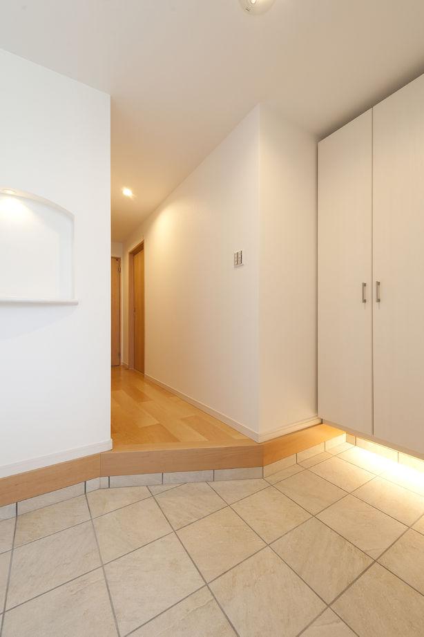 【大阪 1000万円台】重量鉄骨3階建ての住まいで敷地25坪でもリゾート感を楽しむ暮らしを画像2
