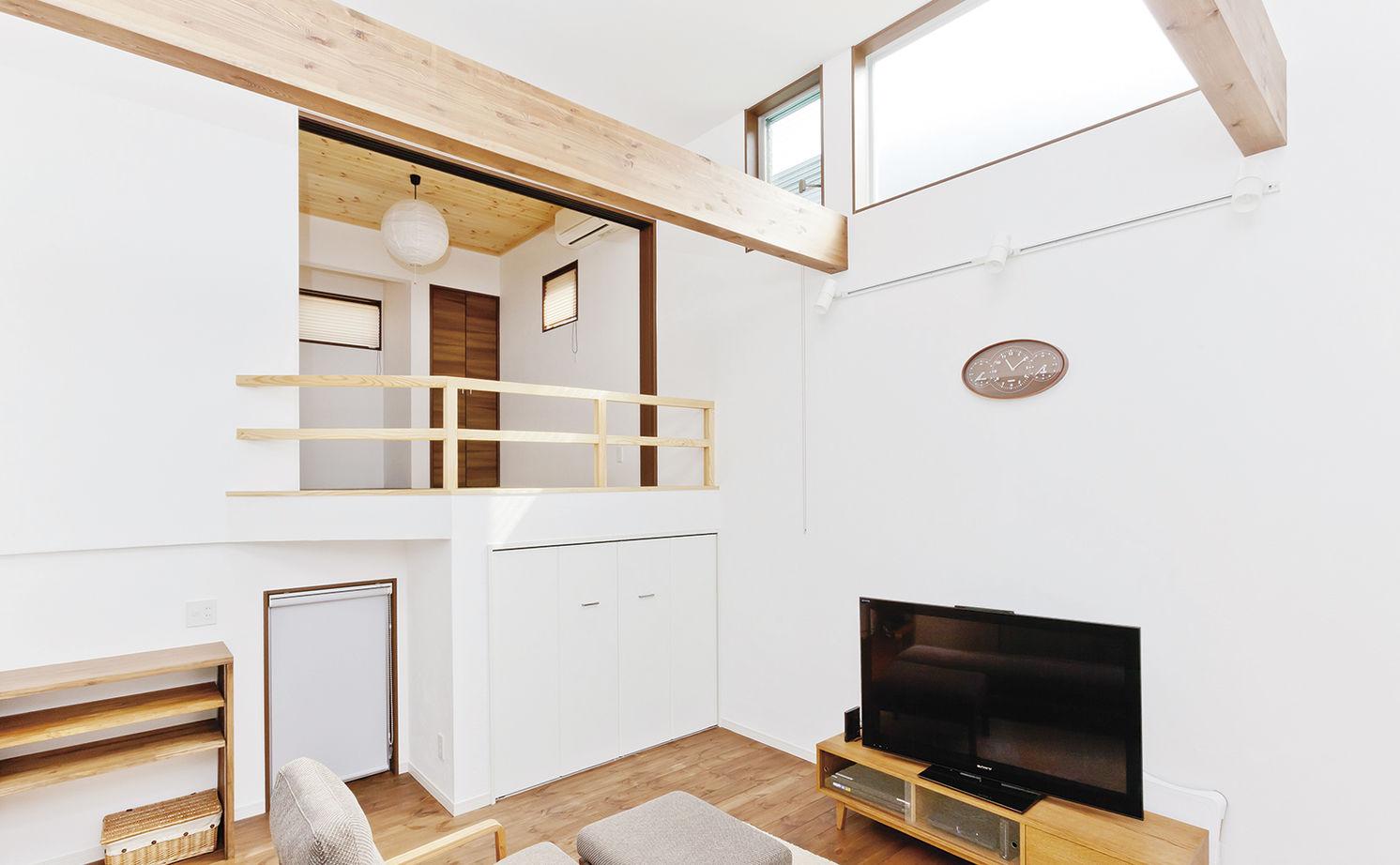 白×黒のシンプルモダンな外観。5層構造のスキップフロアとインナーガレージのある家!画像3