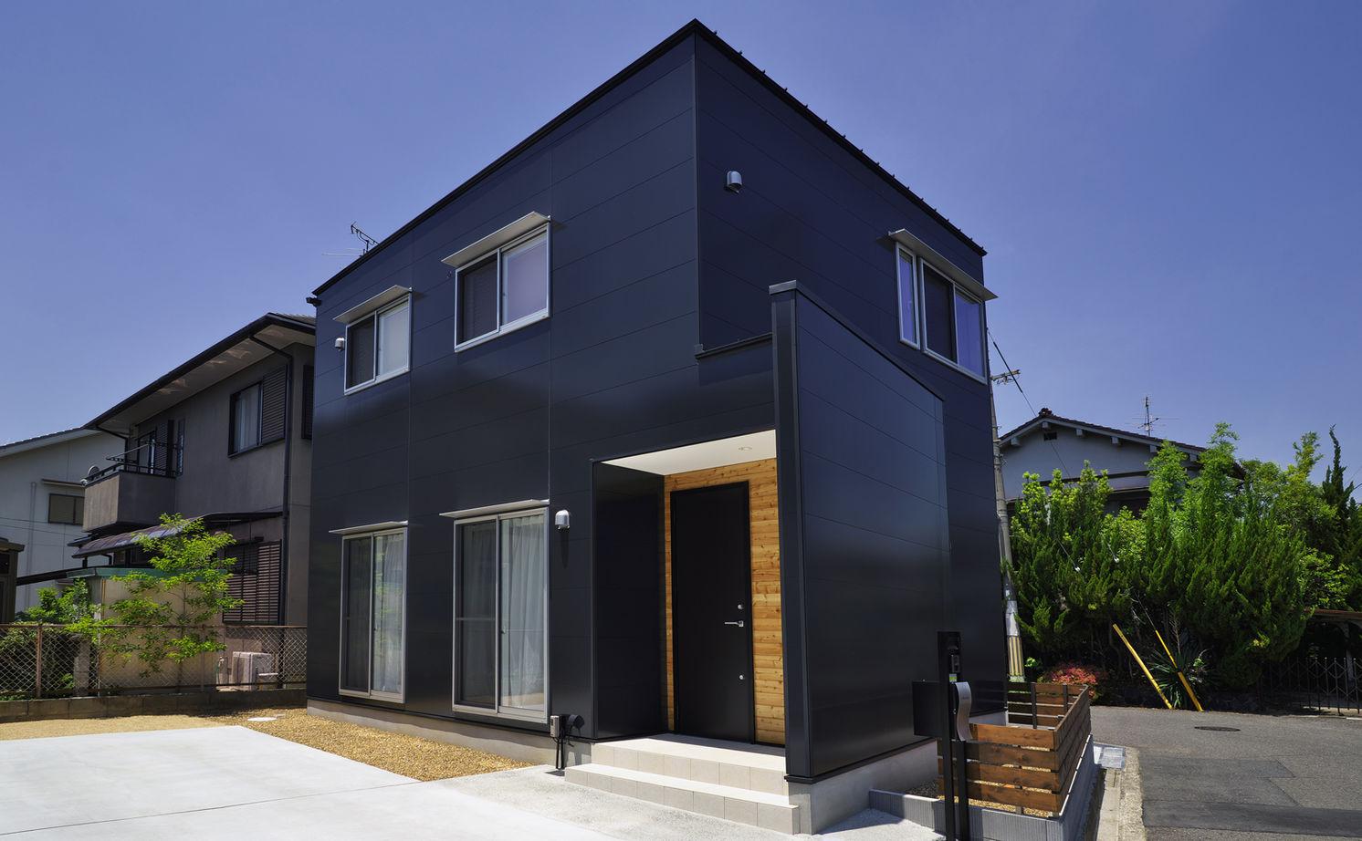 1000万円台で叶えた建築家デザイン。変形地を活かし、どの角度から見ても絵になる家画像1