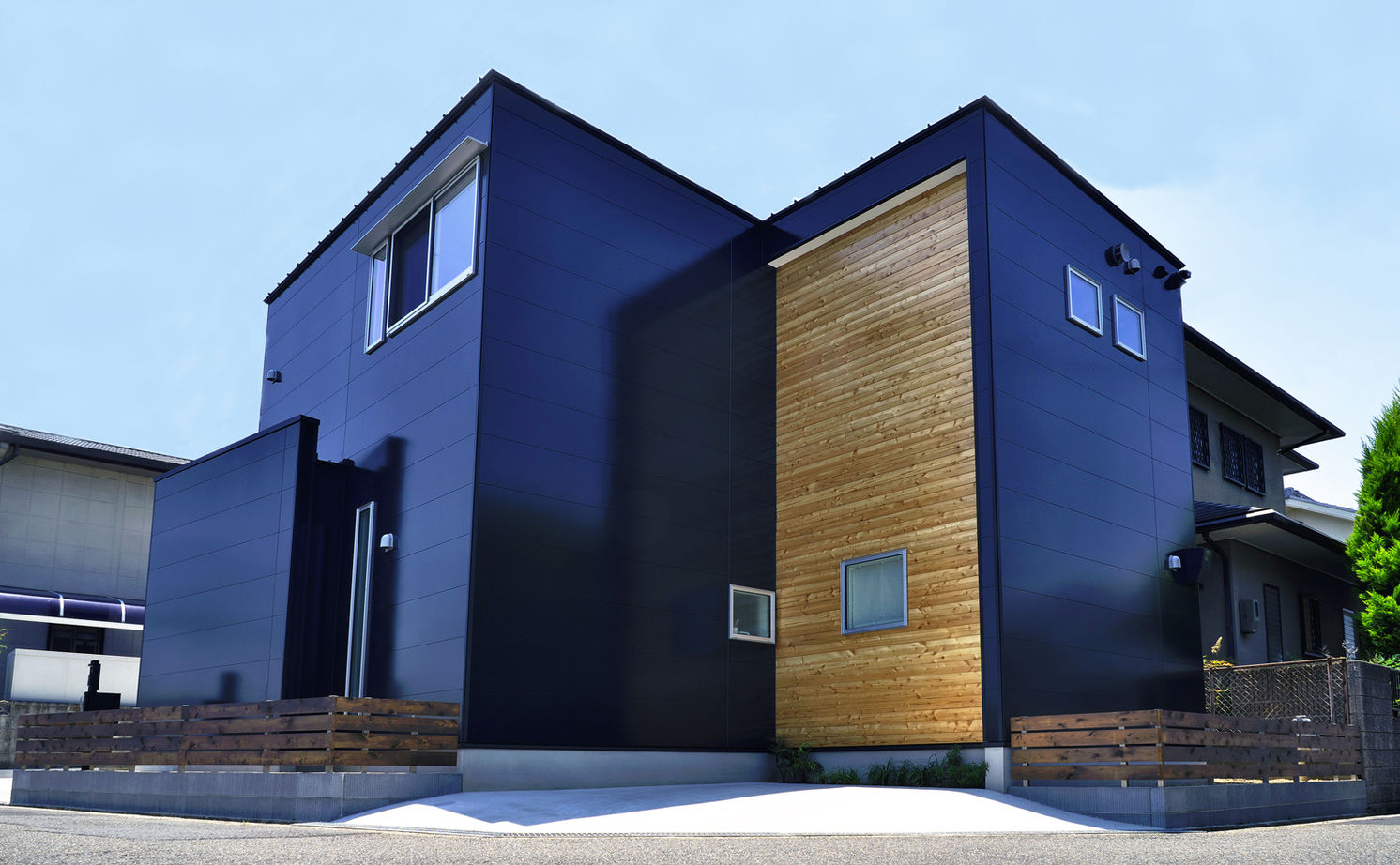 1000万円台で叶えた建築家デザイン。変形地を活かし、どの角度から見ても絵になる家画像2