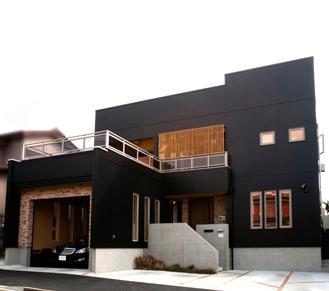 【2500-3000万円】異素材の組み合わせが美しい、シンプルモダンな佇まい。ビルトインガレージの家画像1