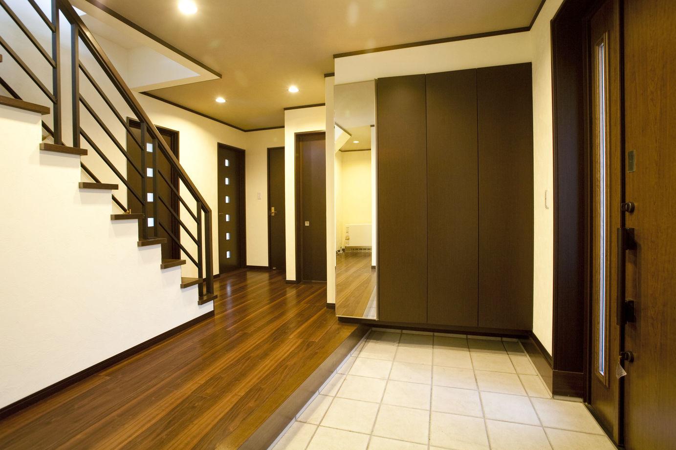 【2500-3000万円】異素材の組み合わせが美しい、シンプルモダンな佇まい。ビルトインガレージの家画像2