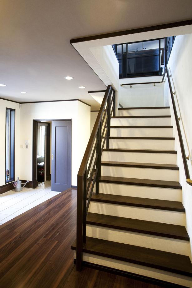 【2500-3000万円】異素材の組み合わせが美しい、シンプルモダンな佇まい。ビルトインガレージの家画像3