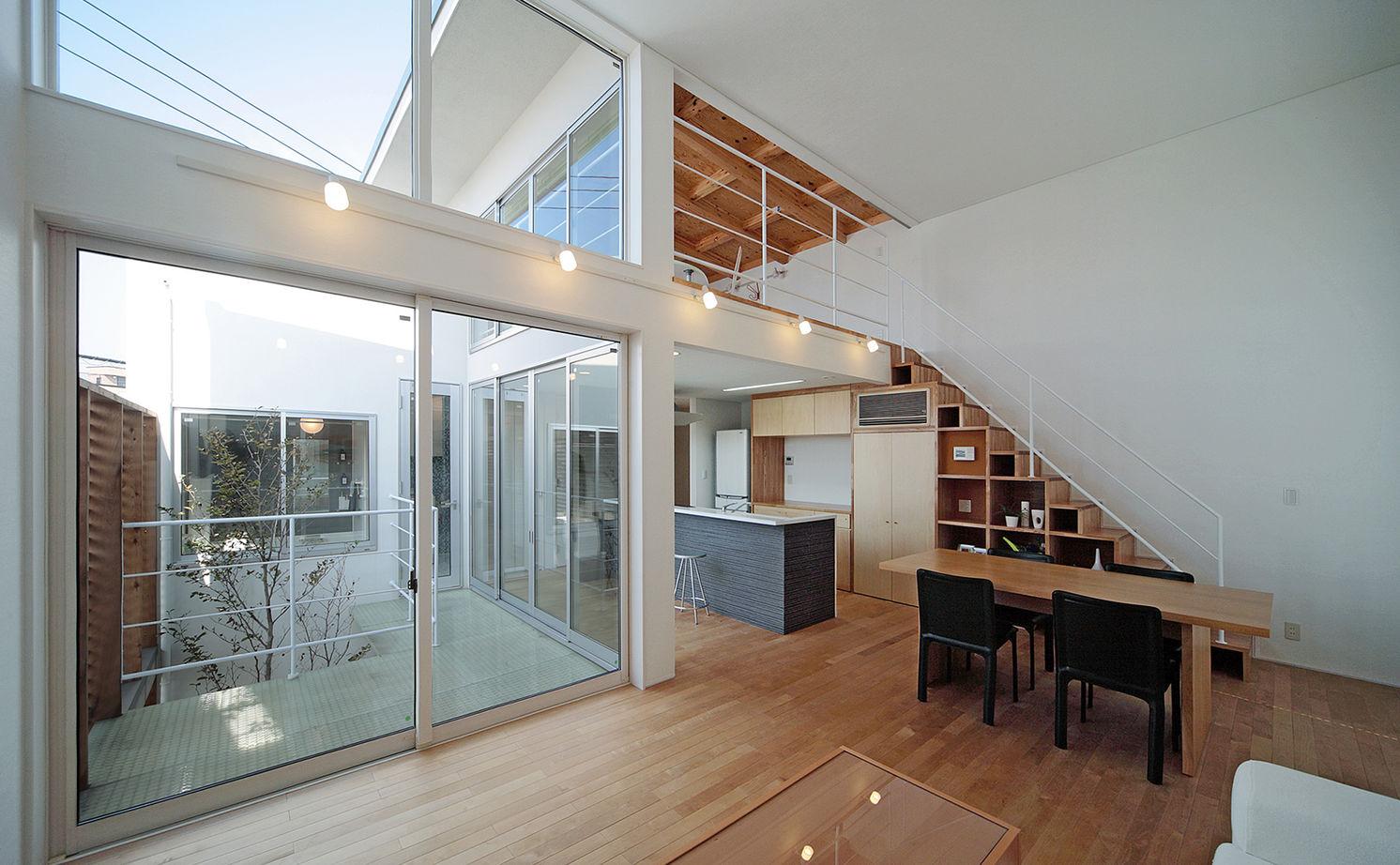 【1690万円/28坪/間取り有】外に閉じ、中庭やテラスから光を取り入れる。周囲を気にせず寛げる家画像1