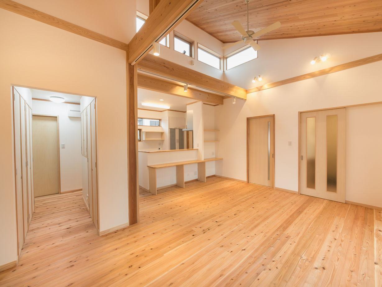 無垢の素材に囲まれた心地よい空間。和モダンデザインの平屋画像3