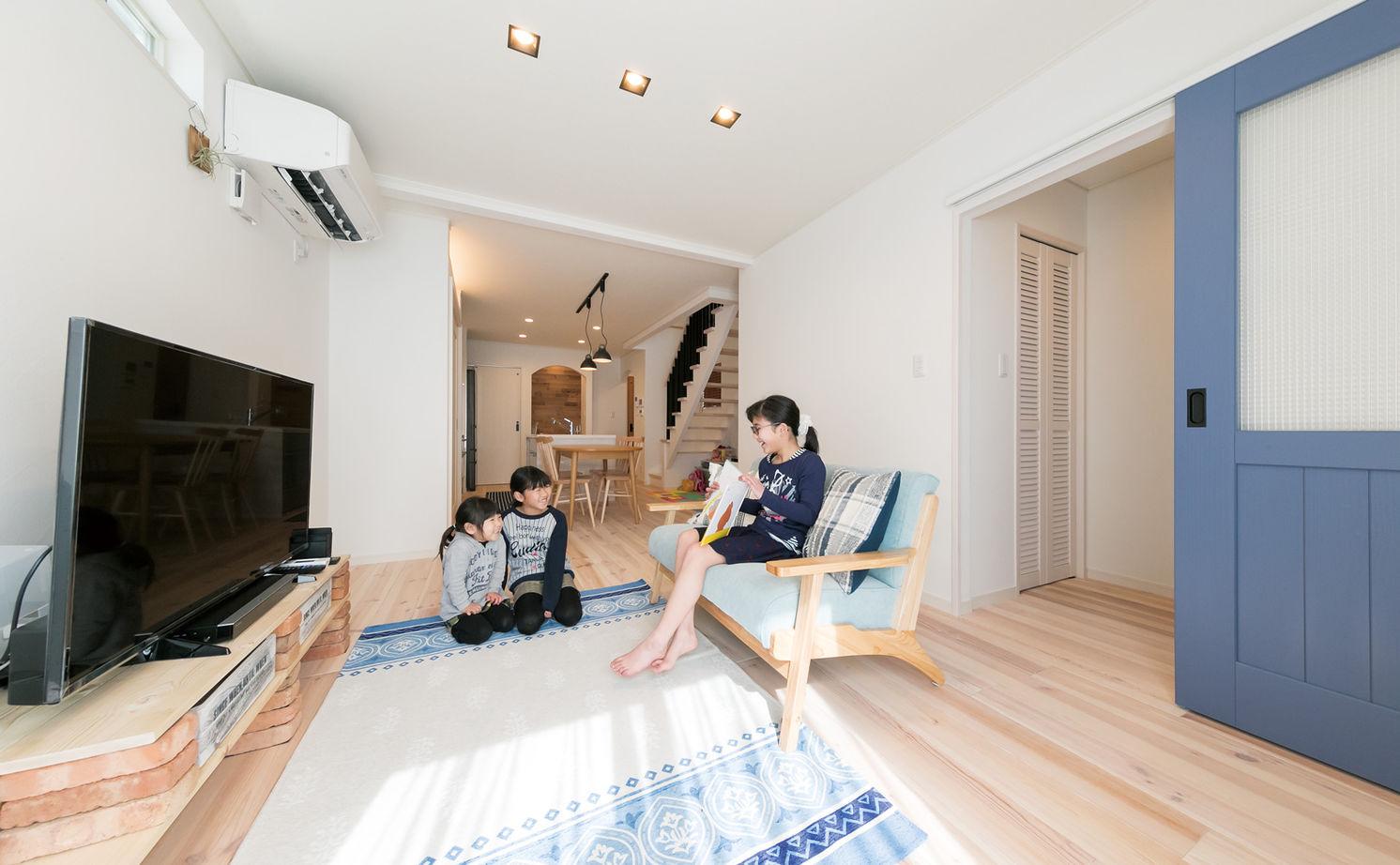 【1500万円台】細長い敷地で明るく暮らす 海をイメージした癒しの木の家画像1