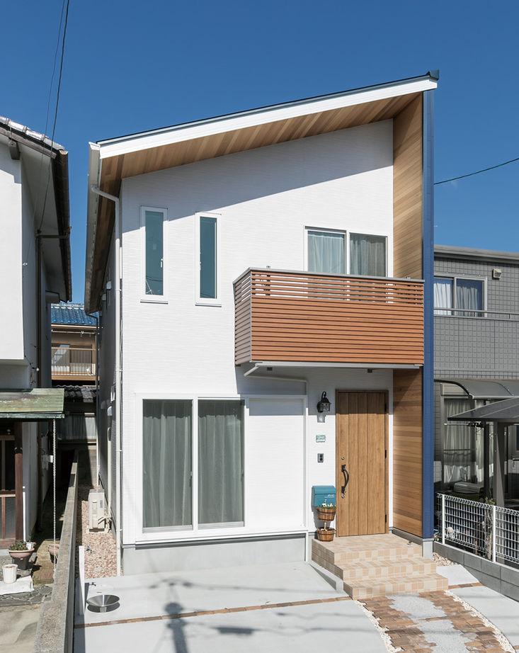 【1500万円台】細長い敷地で明るく暮らす 海をイメージした癒しの木の家画像2
