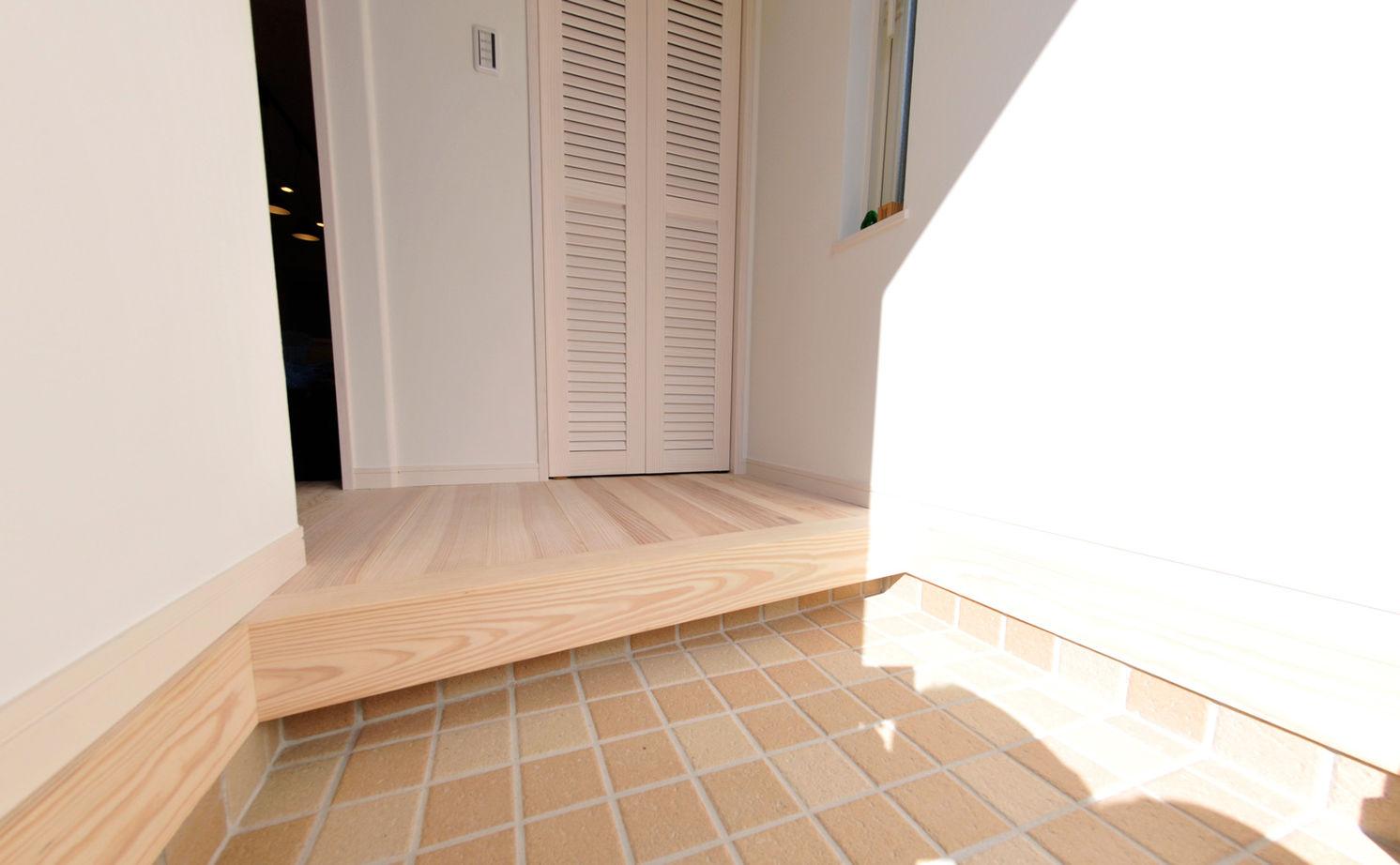 【1500万円台】細長い敷地で明るく暮らす 海をイメージした癒しの木の家画像3