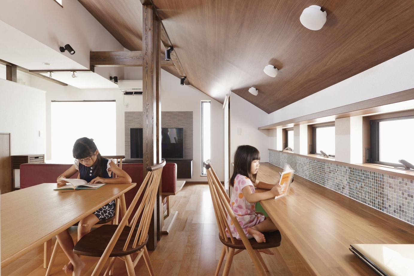 【1500~1999万円】「リビングでブランコ」「屋上で花火鑑賞」「家族のカウンター」住まいが遊びの空間に画像3