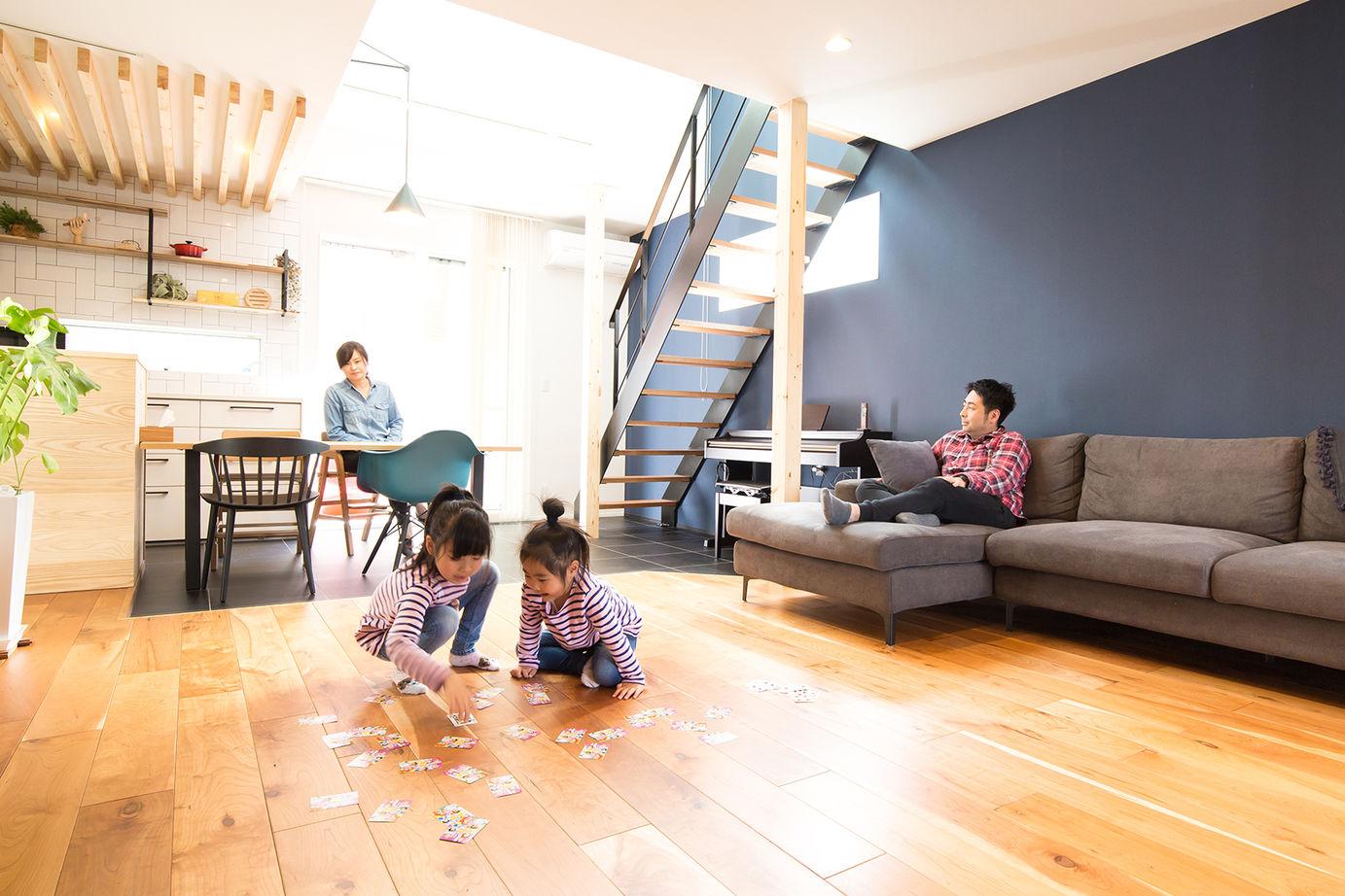 【間取り有/2270万円/家カフェデザイン/吹き抜け/無垢床】難しい敷地条件を克服。シックでかっこいい家画像2