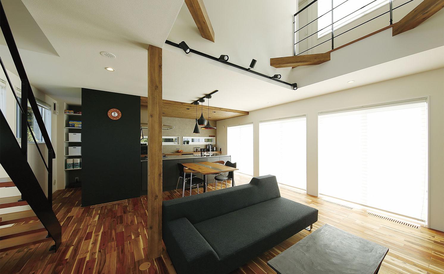 【2300万円/床下冷暖房システム/鉄骨階段/借景】1階をワンフロアの大空間に画像1