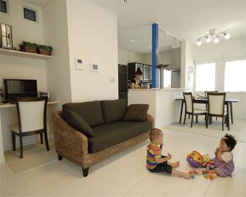 【1636万円・33坪】マリンカラーがアクセント。20代で建てた、のびのび子育てと趣味を楽しむ家画像1