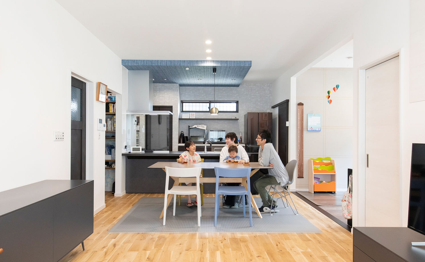 平屋でのびのび暮らしたい!木の温もりとセンスのいい家具、ZEHの省エネ性もしっかり画像3