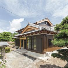 """縁側で感じる和の風情。大工の高い技術と良質な無垢材のコラボレーションで生まれる""""本格""""日本家屋画像1"""