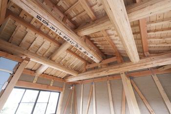 """縁側で感じる和の風情。大工の高い技術と良質な無垢材のコラボレーションで生まれる""""本格""""日本家屋画像2"""