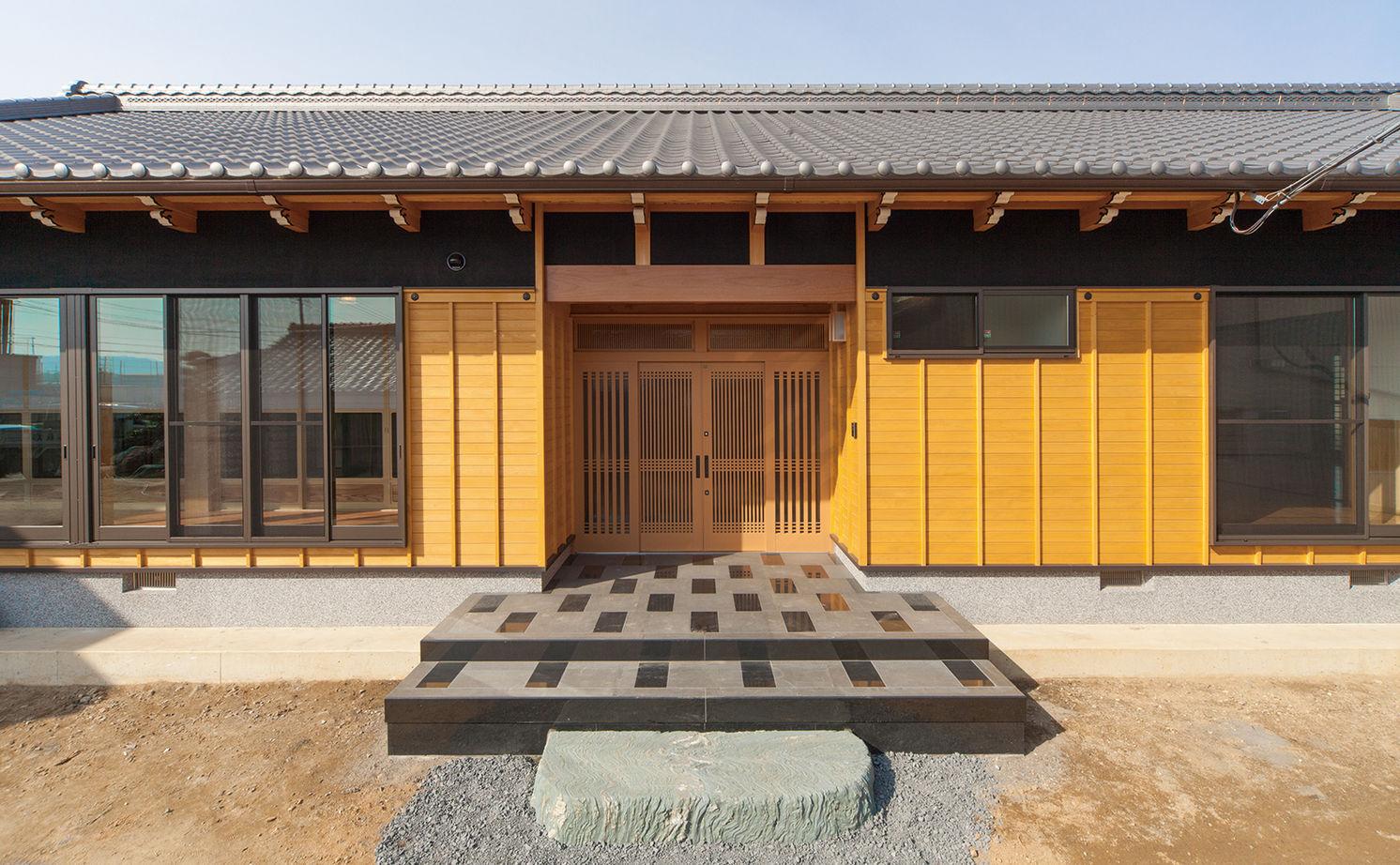日本建築の文化と伝統を継承し、末永く住むほど味わいが出る、頑丈な無垢木材で建てた平屋の家画像1